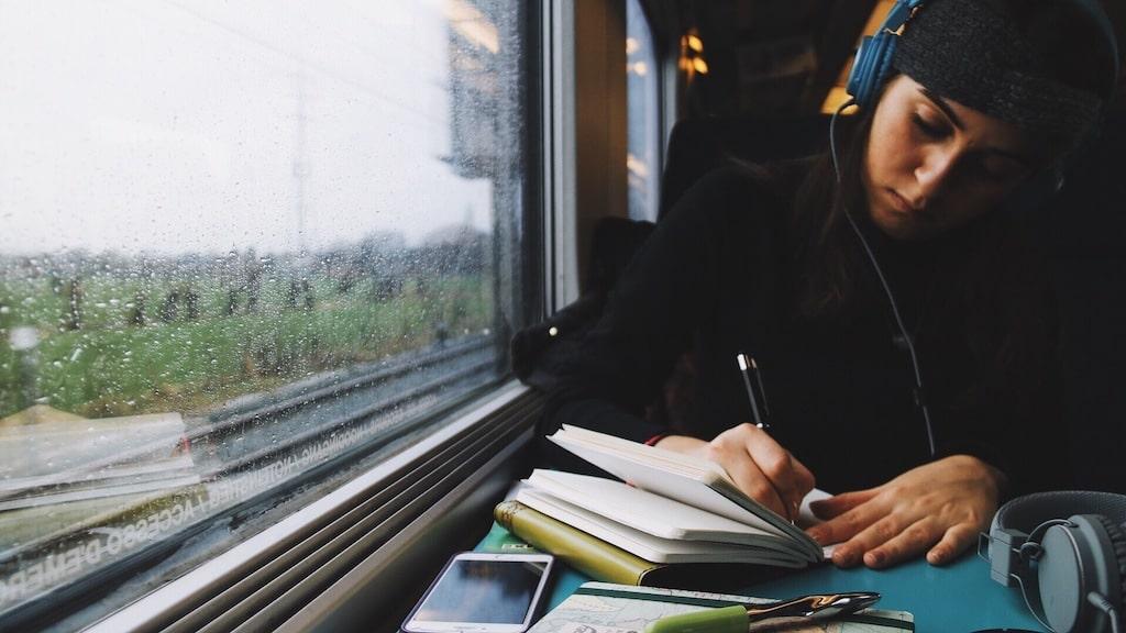 Schreiben zwingt uns dazu, nicht nur das Außen zu beobachten, sondern auch das, was in uns drin vorgeht.