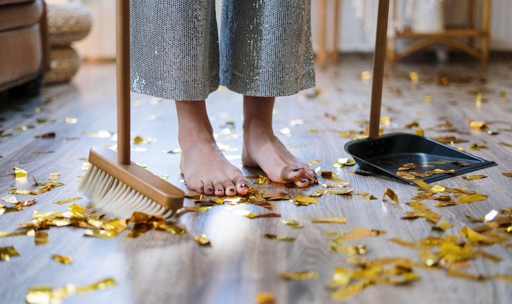 Aufräumen ist der Klassiker unter den Aktivitäten, die man angeht, wenn man eine Aufgabe vor sich herschiebt.