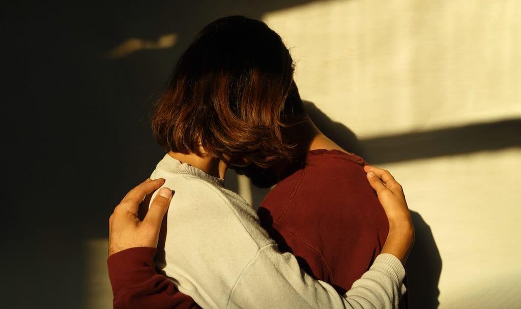 Nur eine ernst gemeinte Entschuldigung bringt uns wieder näher und gibt uns das Gefühl von Verbundenheit.